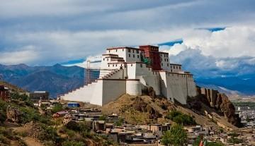 1200px-Shigatse_Dzong3.jpg